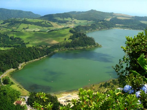 Full view of the placid Furnas Lake.