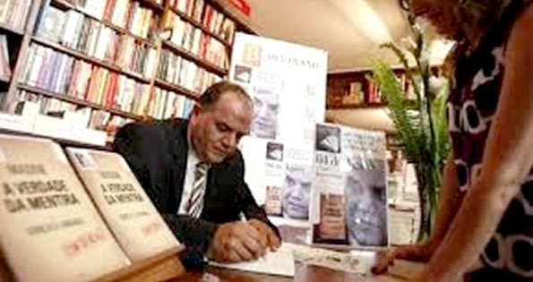 Goncalo Amaral signing copies of his book.