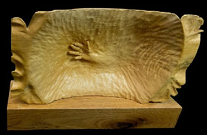 """Maria's hands"". Front (top) and back. Wood sculpture by Joao Martins."