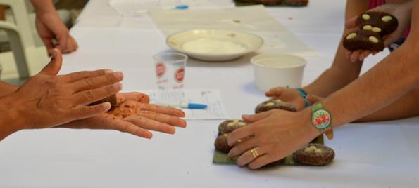 Making fig cakes.  Food workshop. Loulé, Portugal.