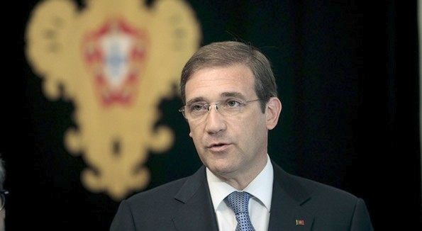 Pedro Passos Coelho called to form a new government.
