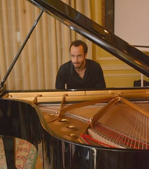 Júlio Resende's concert at the Portuguese Ambassador's residence in Washington, DC.